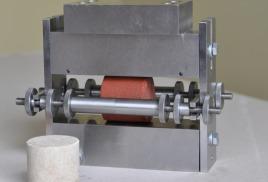 Устройство для испытания кернов высокой прочности